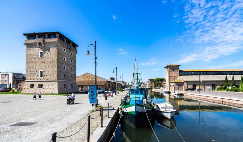 Der romantische Kanal von Cervia befindet sich in der Nähe des Stadtzentrums. Bestimmt ist auch ein Thermalbad und ein Hotel fußläufig zu erreichen. (#2)