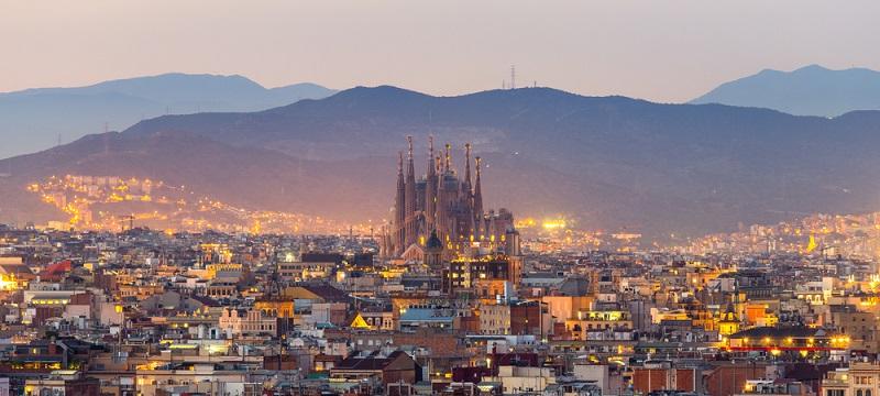 Barcelona ist eine blühende Großstadt, welche weit über die Grenzen Spaniens für ihre Vielfältigkeit bekannt und eine der schönsten und sehenswertesten Städte der Welt ist.