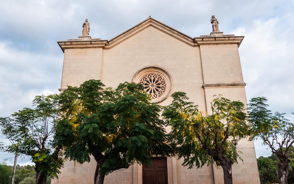 Schon vor dem Buchen des Glückshotel Mallorca habe ich mir einige der Sehenswürdigkeiten auf Mallorca angesehen. Die Kirchen auf Mallorca begeistern mich mit ihrem Baustil. Das will ich mir genauer ansehen. Auf meiner Checkliste habe ich auch die Kirche Esglesia D'es Carritxó in Felanitx notiert. (#1)