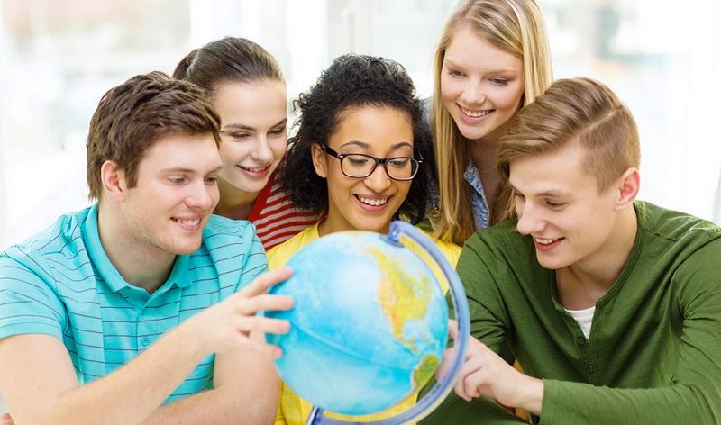 Der Bildungsurlaub reduziert nicht den Jahresurlaubsanspruch.