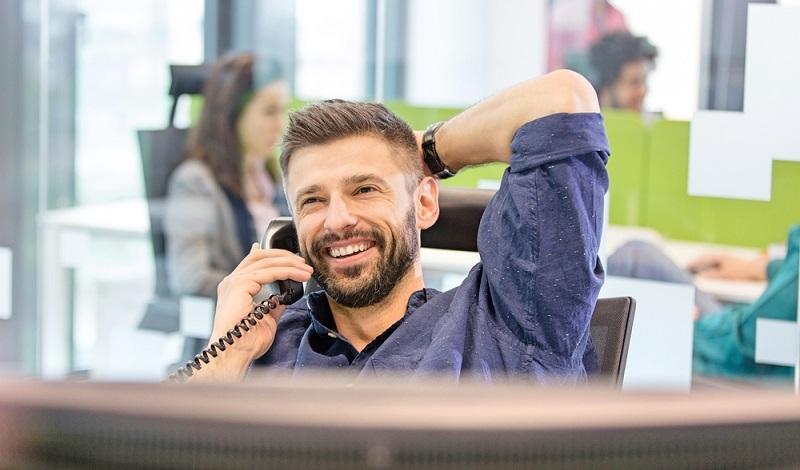 Der Arbeitgeber muss bei zu vielen Urlaubsanträgen abwägen und zieht dafür soziale Aspekte hinzu.