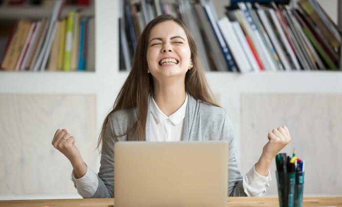 Die Erfolgsquote bei Prüfungen zu SAP-Zertifizierungen ist hoch, auch wenn im Internet einige Unkenrufe zu finden sind, welche das Gegenteil behaupten. (Foto: shutterstock - fizkes)
