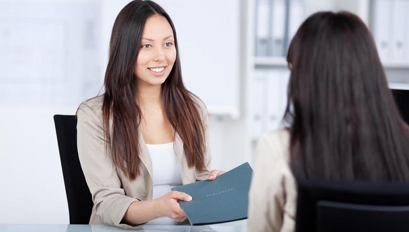 Wie bewerbe ich mich richtig? Klar, mit Anschreiben, Lebenslauf und Darstellung der eigenen Qualifikationen. ( Foto: Shutterstock-stockfour _)