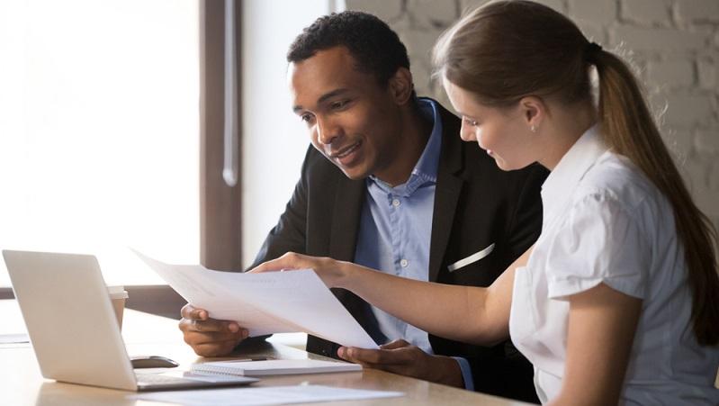 Plant man seine Karriere betrifft das meist auch den Partner oder die Familie, sich zu beraten macht sicher Sinn. ( Foto: Shutterstock-fizkes)